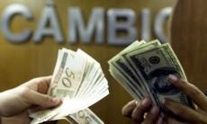 Dólar cai com alívio externo e fecha no menor valor em duas semanas